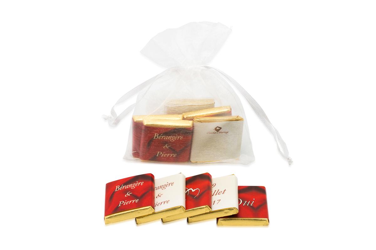 Sachet organza remplis de 5 chocolats personnalisés Thème ivoire et bordeaux