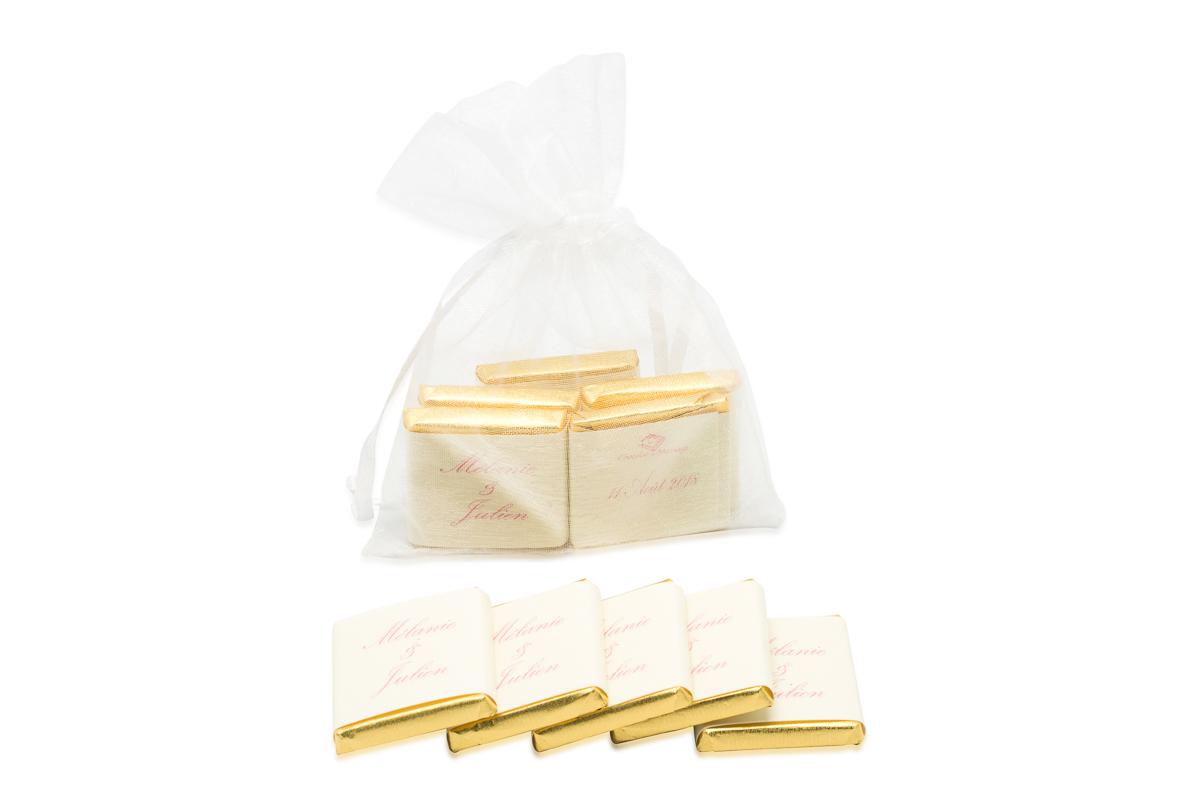 Sachet organza remplis de 5 chocolats personnalisés bicolore liserés
