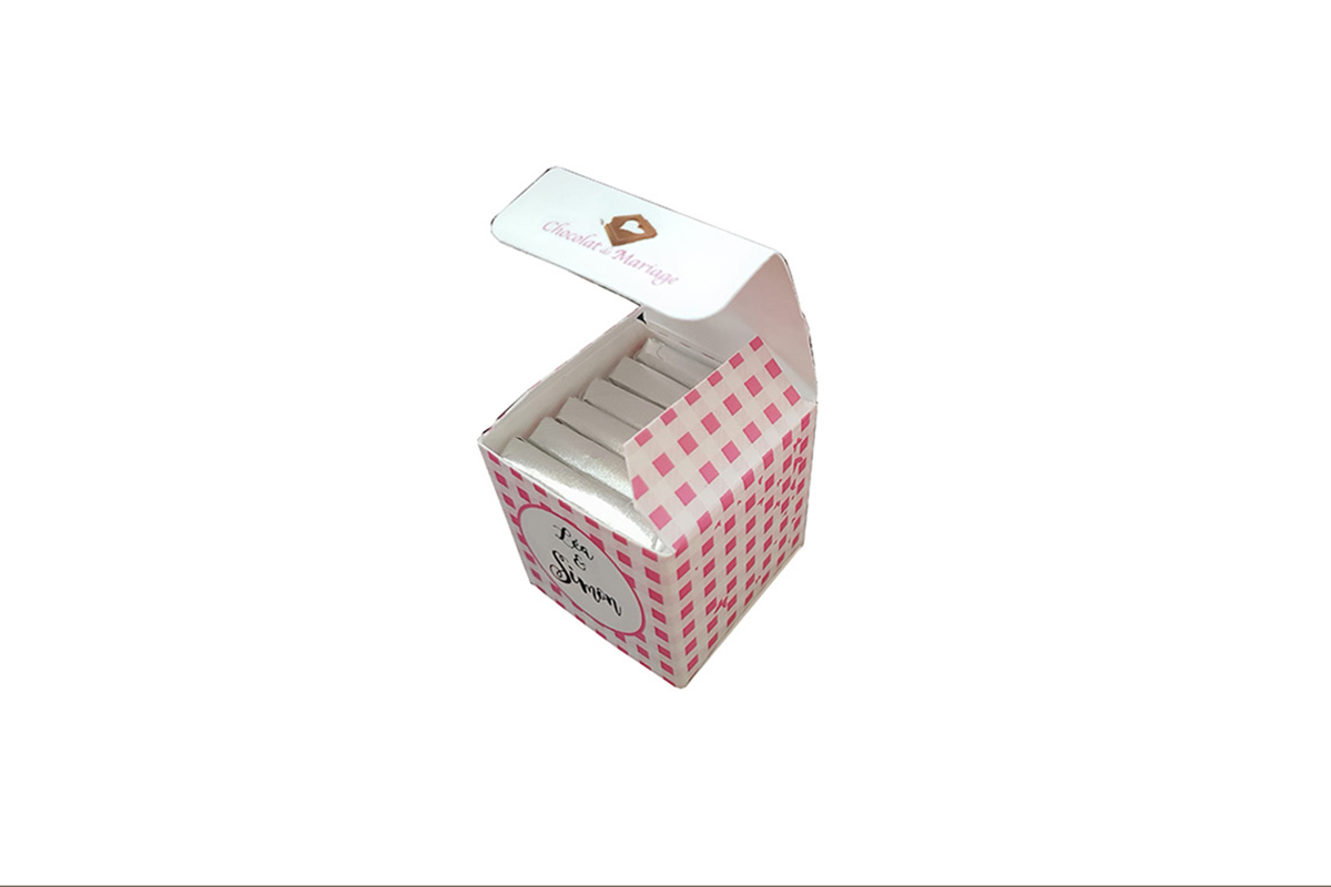 cube chocolats personnalises vichy rose
