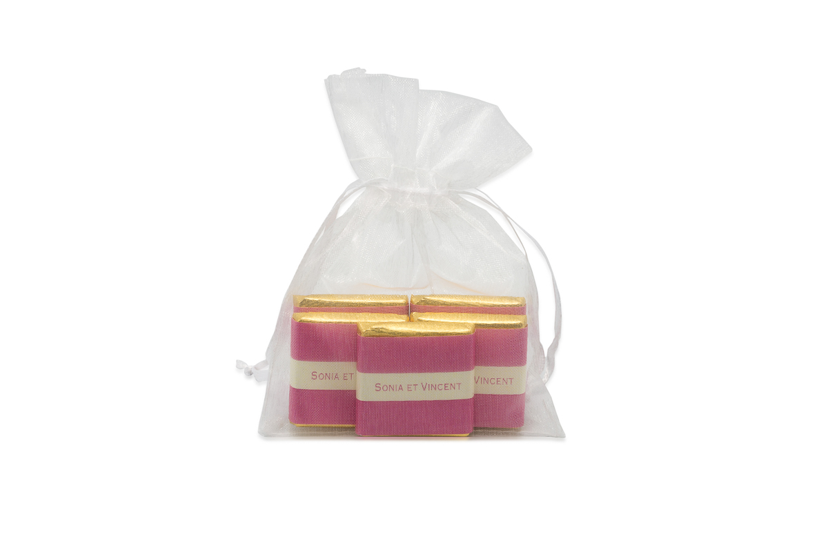 Sachet organza remplis de 5 chocolats personnalisés bicolore ruban