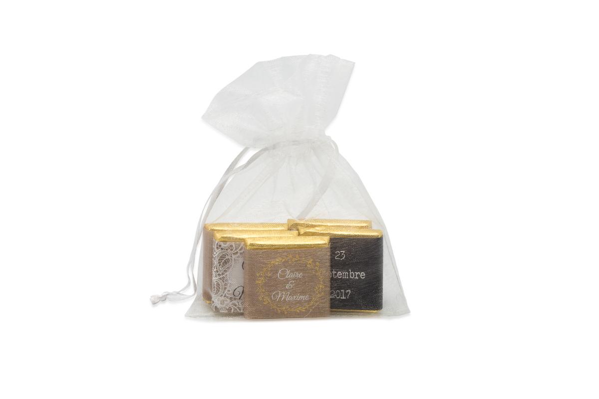 Sachet organza remplis de 5 chocolats personnalisés Thème dentelle chic